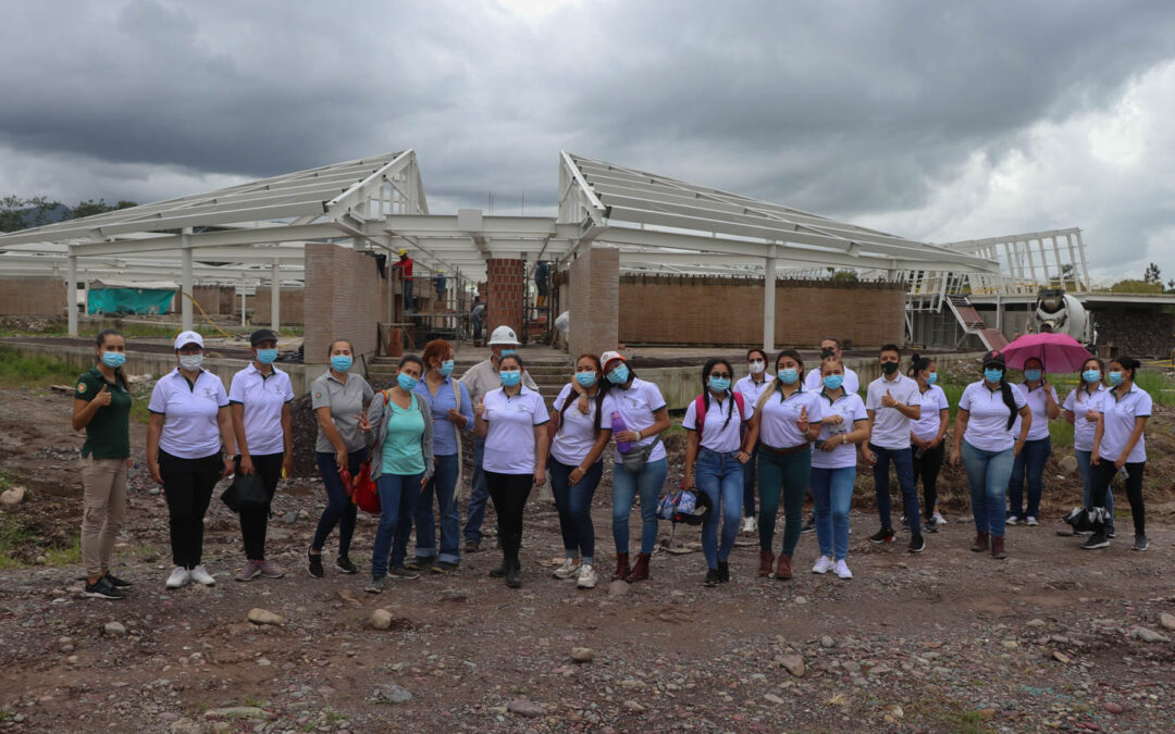 Ciudadanos inspiradores de Elementary visitan la CEES